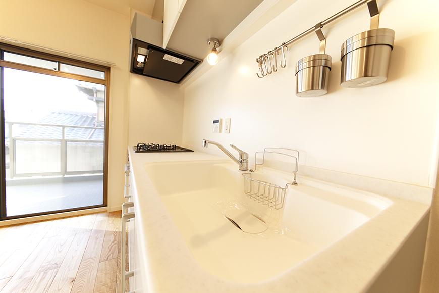 白を基調とした、スッキリ・シンプルなキッチン!_MG_6101