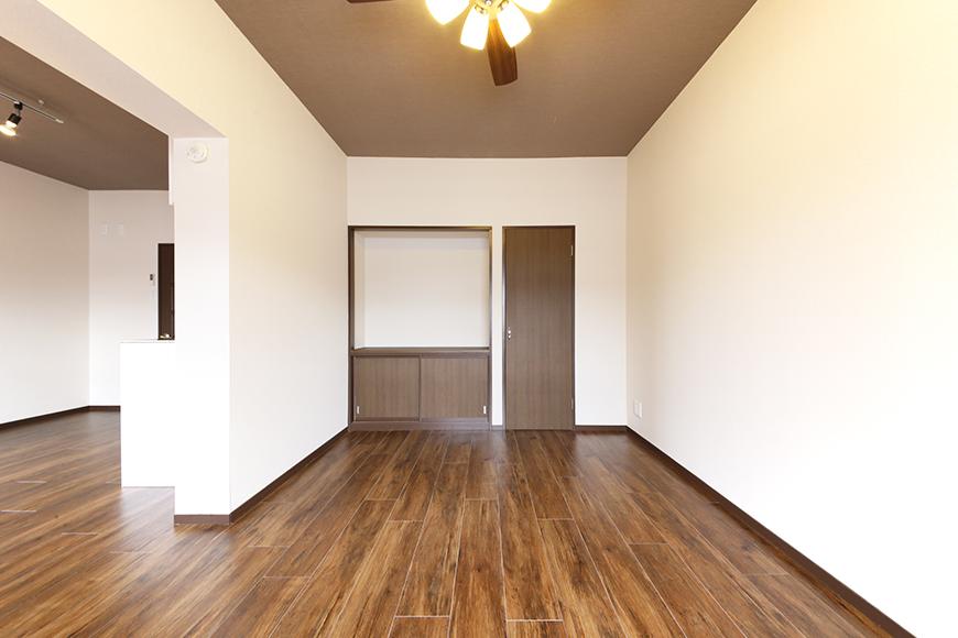 洋室には収納スペースもあります☆_MG_6685s