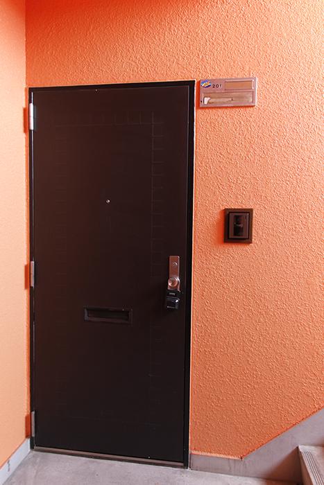 玄関周りもオレンジ! 第一印象は、異国情緒漂う感じです☆_MG_6745s
