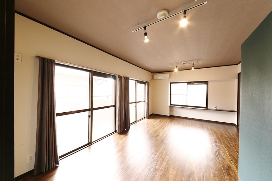 窓も収納もシッカリ・タップリの居室スペースにGo!_MG_6788s