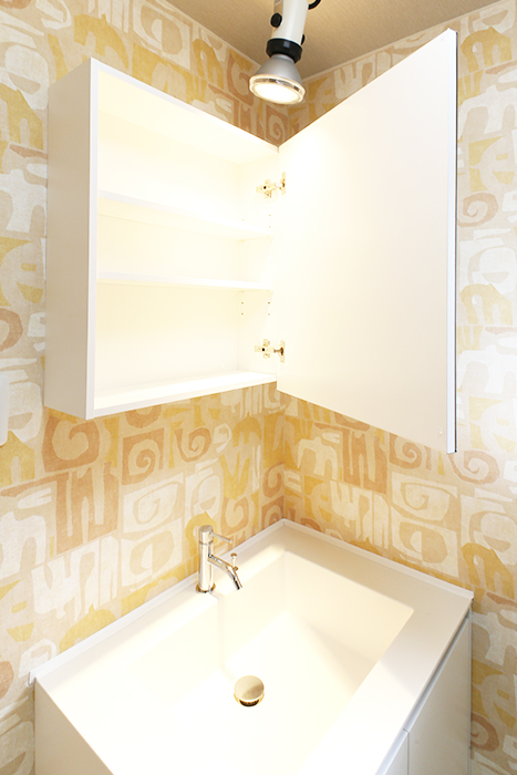 洗面台の鏡は収納にもなっております☆_MG_6949s