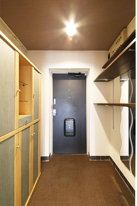 オシャレな棚やシューズボックス収納がお出迎えしてくれる玄関です☆_MG_6977s