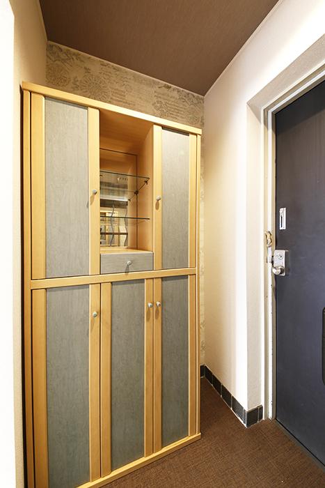 オシャレな棚やシューズボックス収納がお出迎えしてくれる玄関です☆_MG_6979s
