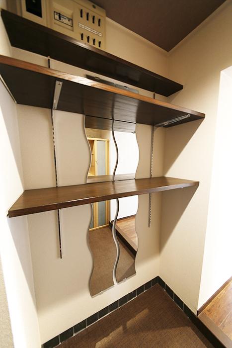 オシャレな棚やシューズボックス収納がお出迎えしてくれる玄関です☆_MG_6987s