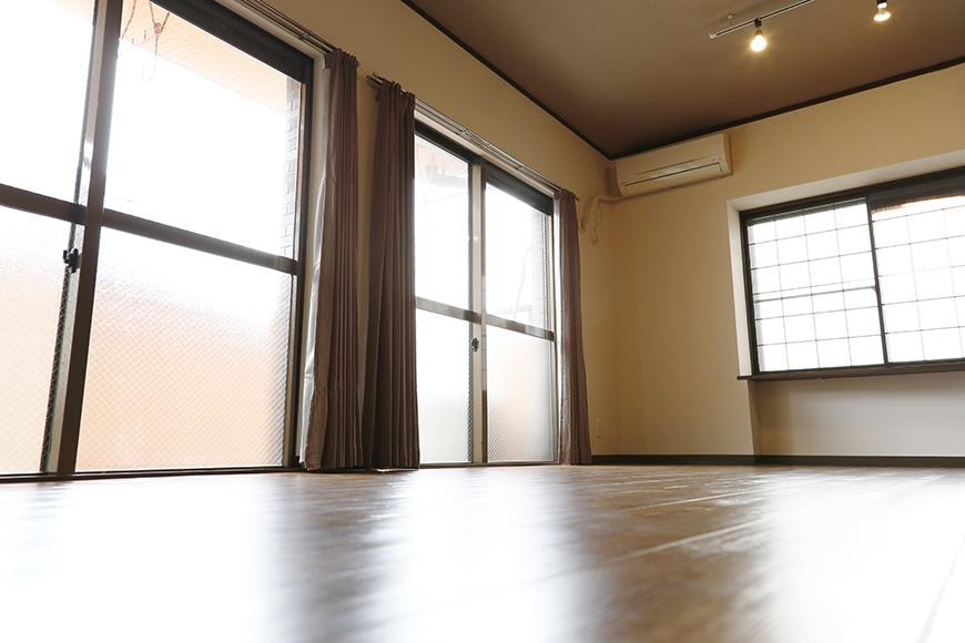 居住スペースの中に多くの光を取り込む窓!_MG_7085s