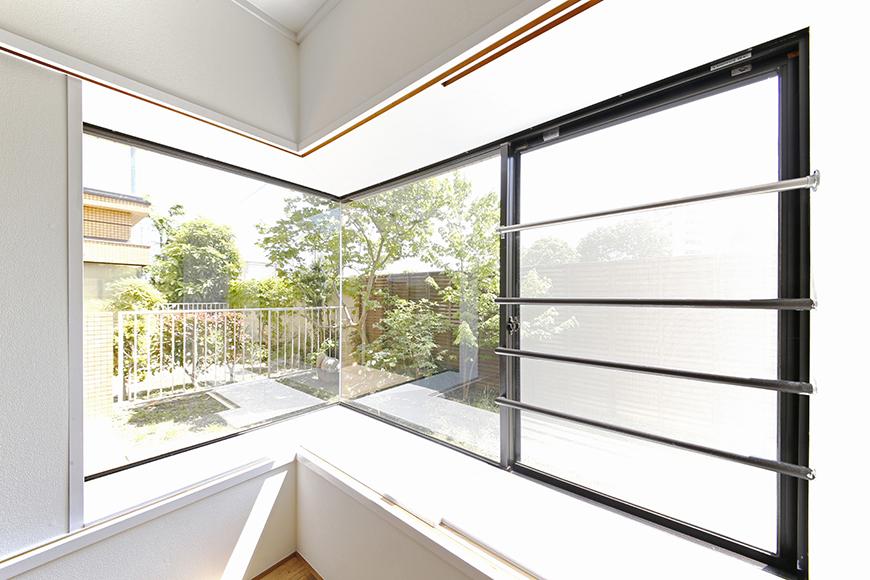 L字の大きな窓からもお庭が見られます!