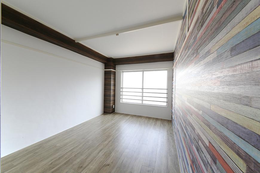 玄関から向かって左手にある洋室です。壁紙クロスの存在感!