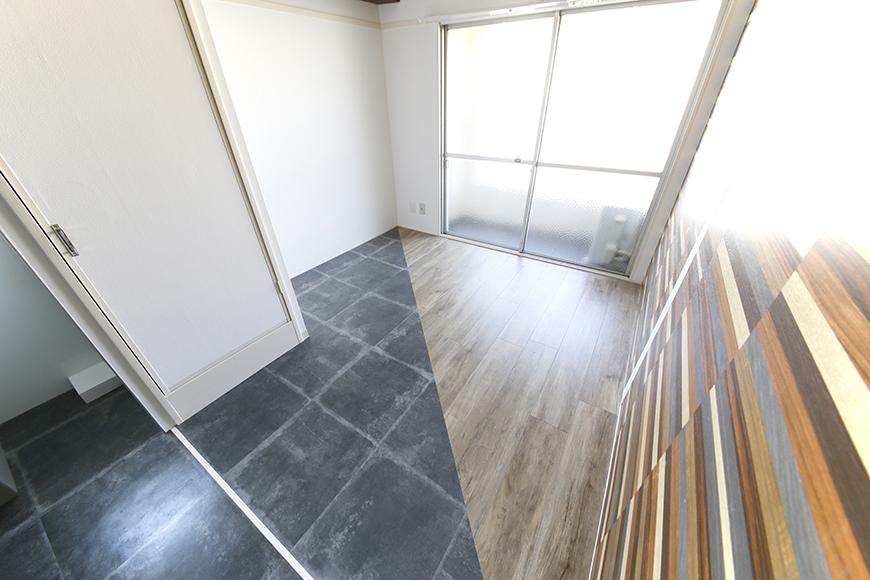 LDKでフラットに続くこちらのお部屋!  ガツンとぶった切るデザインの床材☆切り替えがインパクト大!