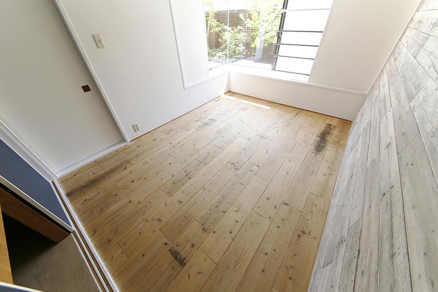 無骨な床材です。カッコイイ!