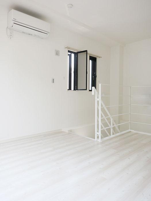 シンプルな二階の部屋_IMG_4858_rth