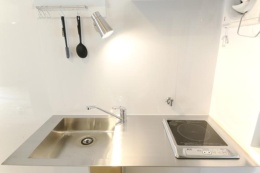 フラットでシンプルなステンレスのキッチン_MG_6601