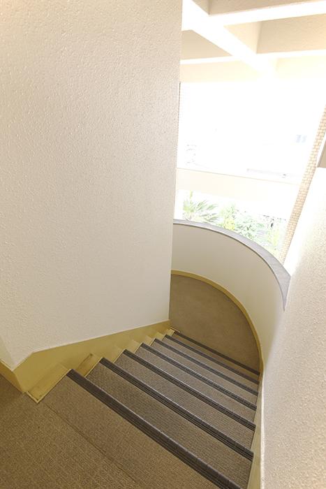 東山レジデンスの階段。407号室へGo!_MG_6764