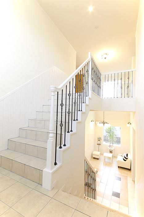 階段の踊り場から見たホール_MG_8462