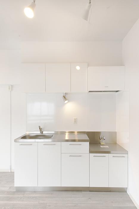 白を基調としたスッキリ・シンプルなキッチンです_MG_8925
