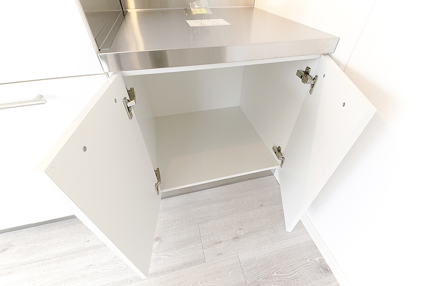 キッチンの足もと、頭上に収納タップリです_MG_8936