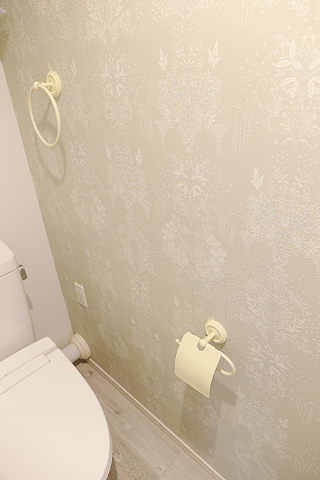 トイレの壁紙にもコダワリあります_MG_9239