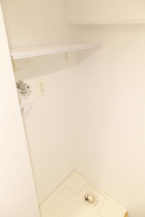 洗濯機置き場です。上には棚もあります_MG_9274