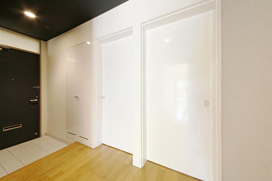 シューズボックスのお隣には扉が二枚・・・