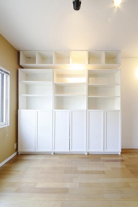 壁付きの真っ白な収納!
