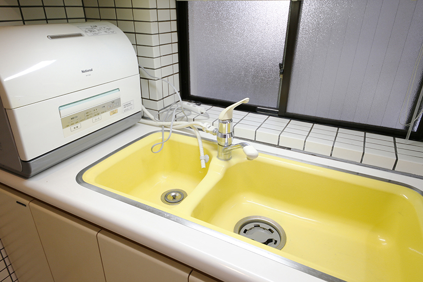 キッチンの一角に食洗器付き!  そして、キッチンに窓があるのはポイント高し☆