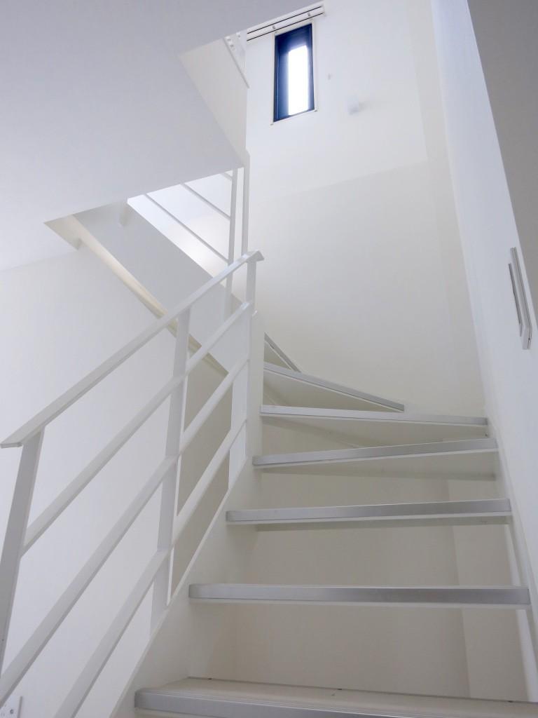 白い階段、窓がある階段_thumb_IMG_4847_1024