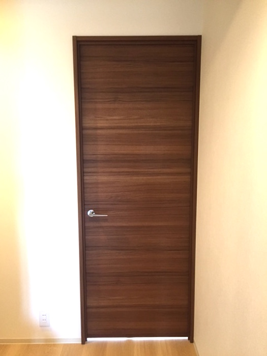 3:木目調のドア_0813