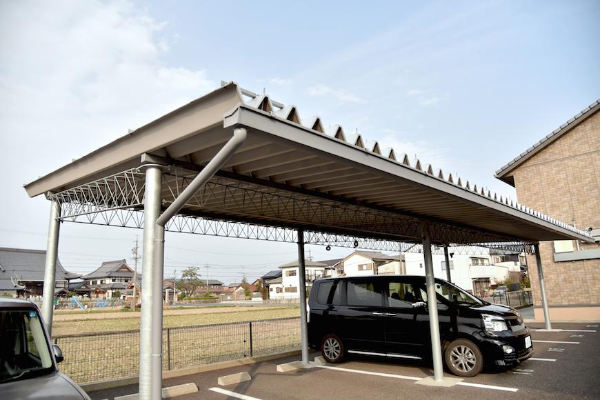 「屋根付き駐車場もあります♪DSC_7401」