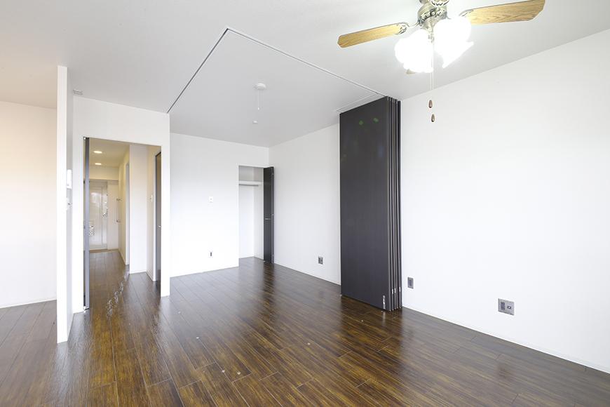 4帖の洋室を囲う壁は可動式の間仕切りパネルによるもの!自由に創り出せます_MG_5010