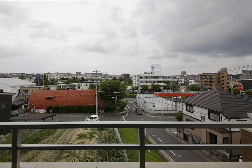 ベランダからの眺め! 前には高い建物はなく、開放感バッチリ♪_MG_5016