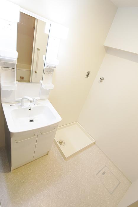 独立洗面台と室内洗濯機置き場!  余計な装飾ナシのシンプルな内装☆_MG_5102
