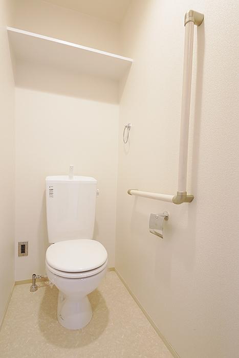 スッキリ・キレイで清潔感溢れるのは勿論の事、  壁にしっかりと手すり設置!_MG_5121