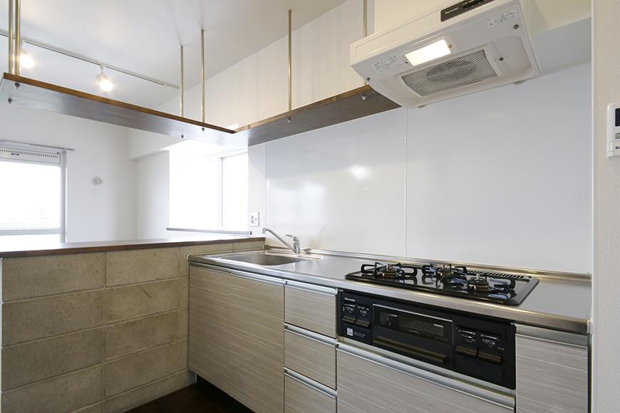 キッチンに注ぎ込まれる窓からの光。明るく快適な空間です!_MG_5347