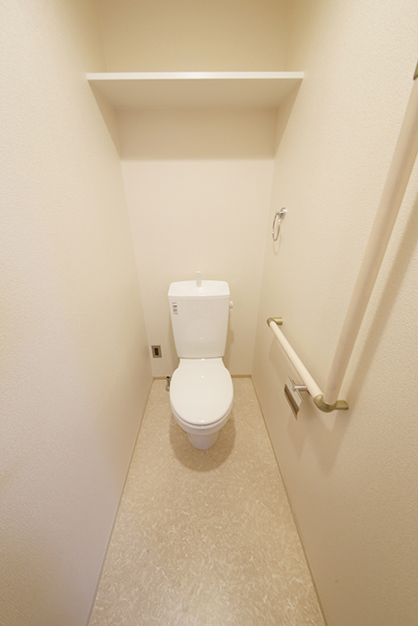 スッキリ・キレイで清潔感溢れるのは勿論の事、  壁にしっかりと手すりを設置!_MG_5441