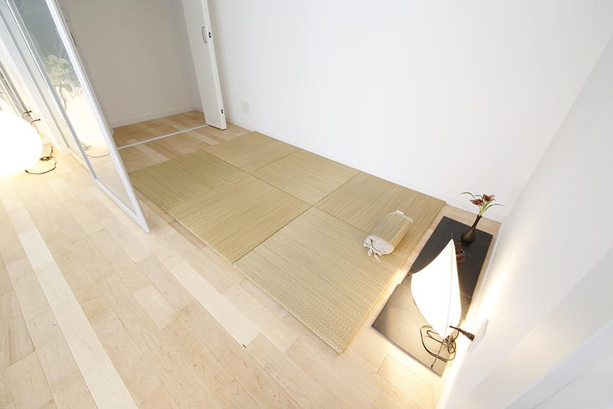 普通のお部屋なら寝室なんでしょうけど、  サロンだったら施術スペース?  オフィスだったらヒミツの打合せルーム?_MG_8392