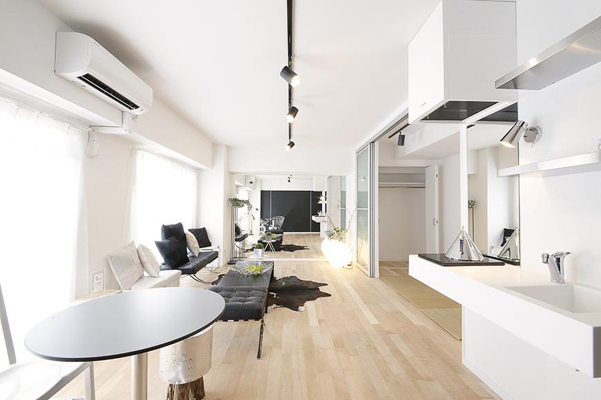 13帖のLDKは窓も大きくとられていて、白を基調としたモダンなお部屋は明るく広々☆_MG_8403s