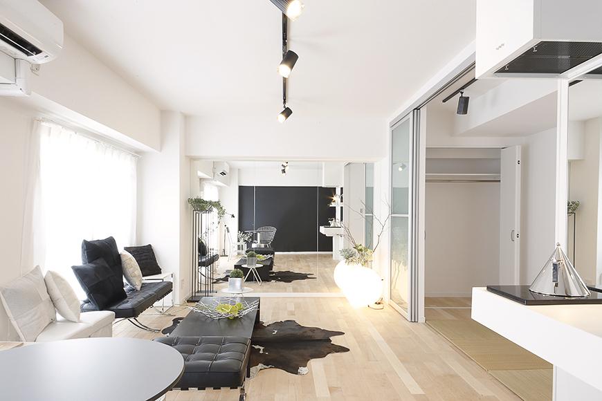 13帖のLDKは窓も大きくとられていて、白を基調としたモダンなお部屋は明るく広々☆_MG_8406s