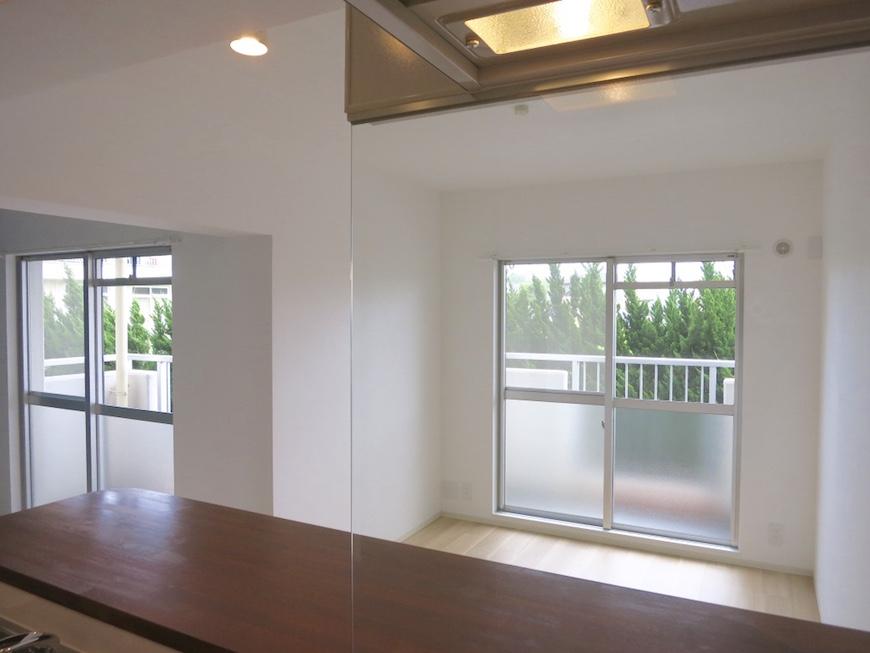 28:モダンなキッチンからの眺め_4990_1024