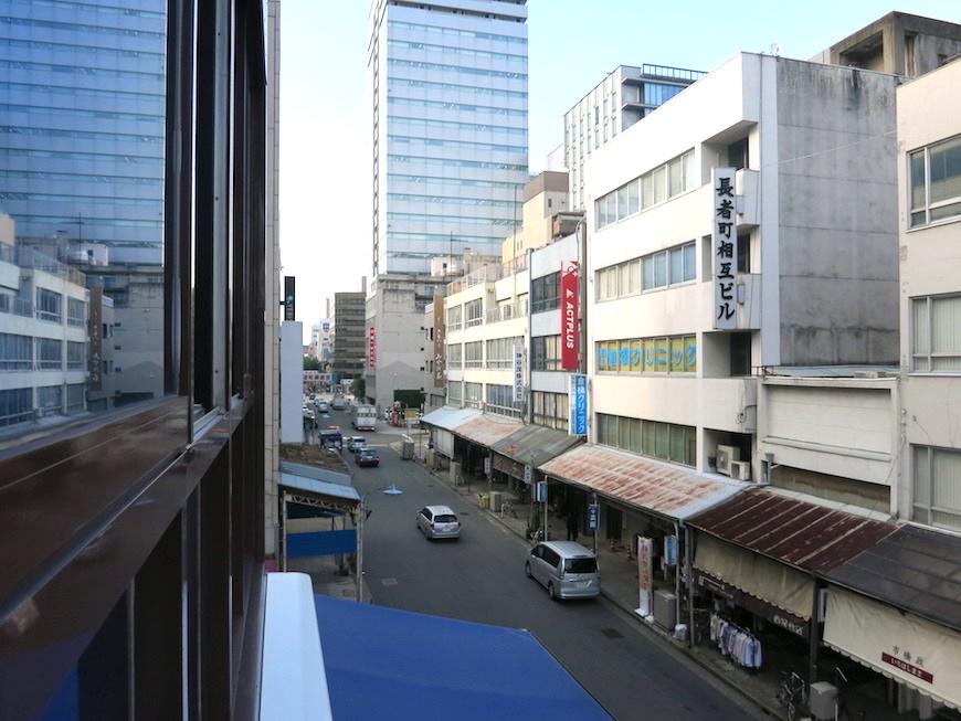 301 room 窓からの眺め_アコテパリジェンヌと問屋街_5771