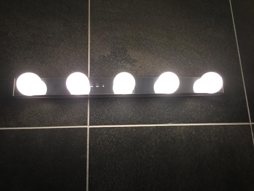 ホテルのようなバスルーム_照明_1093