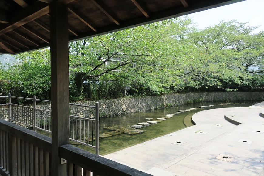 【八田 水の広場】休憩場から眺める水が涼しげ_IMG_0182