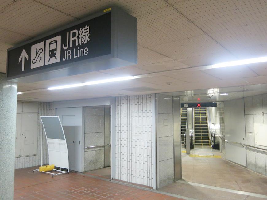 地下鉄東山線:八田駅の地下通路からのJR線への連絡通路です_IMG_5384_rth
