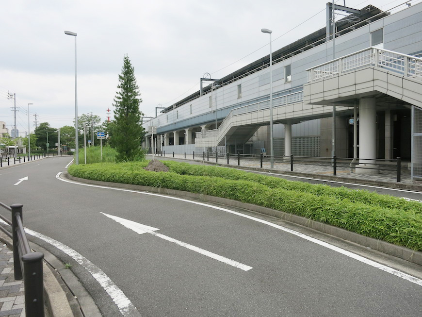 近鉄八田駅、地上ロータリーです_IMG_5398_rth