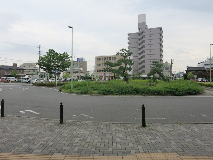 JR八田駅、地上ロータリーです_IMG_5425_rth