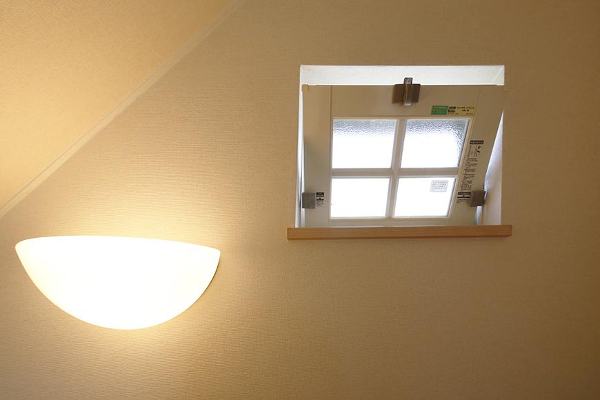 階段にも窓があります!空気が流れる快適なお部屋です☆_MG_2747