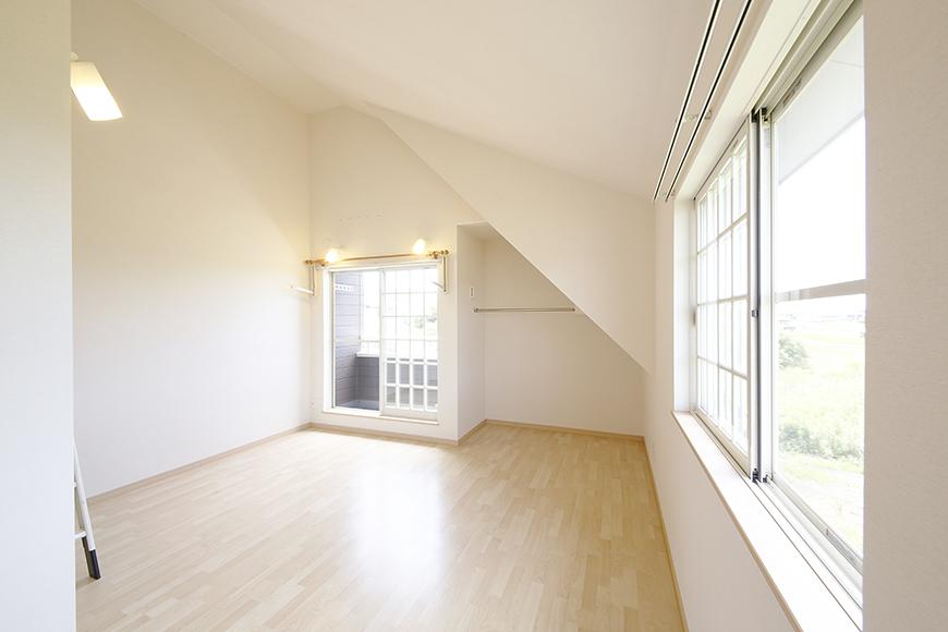 2階も二面採光で、明るく風の流れるお部屋☆_MG_2877