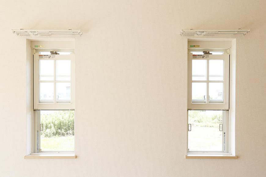 シェッドルーフの名前の由来にもなっている出窓です_MG_3111