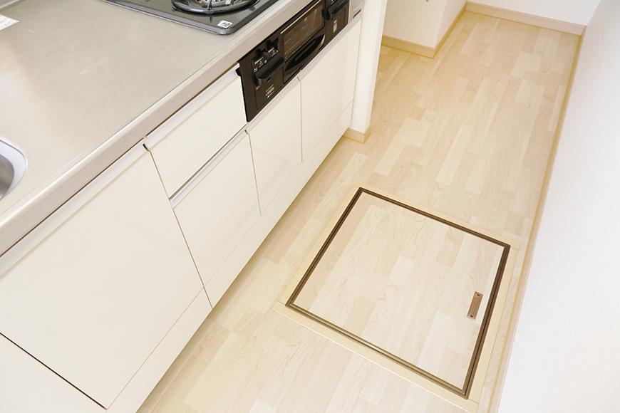 キッチンの足もとに収納スペースあります!_MG_3169