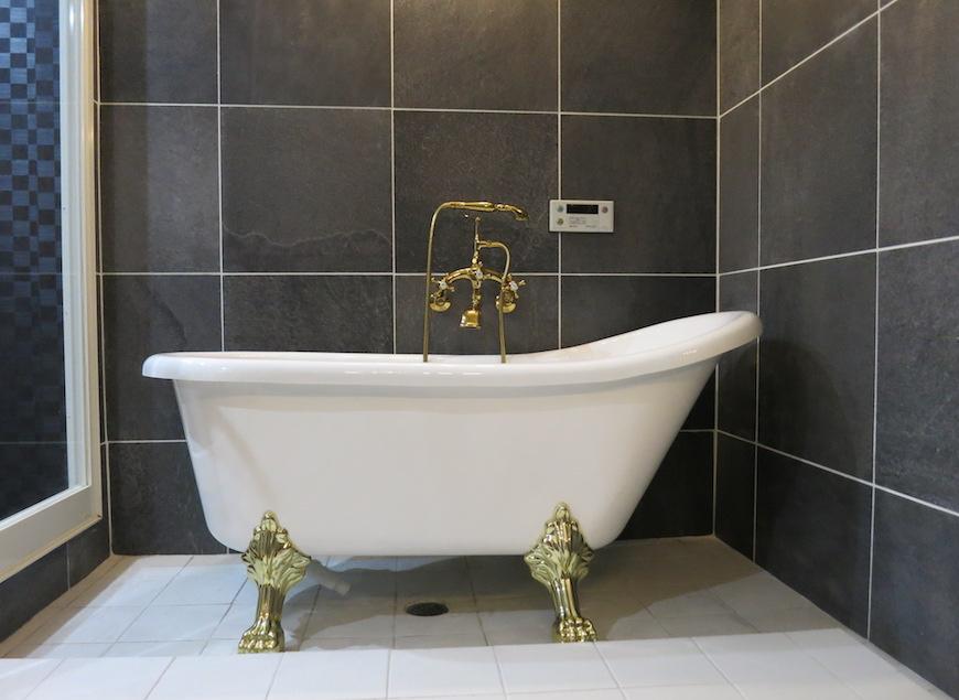 ホテルのような・・・猫足バスタブ上品なデザイン_5754