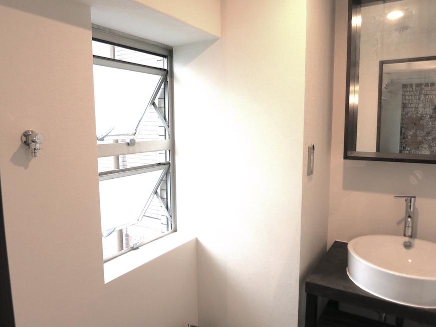 ヴィンテージな窓とリノベーション空間