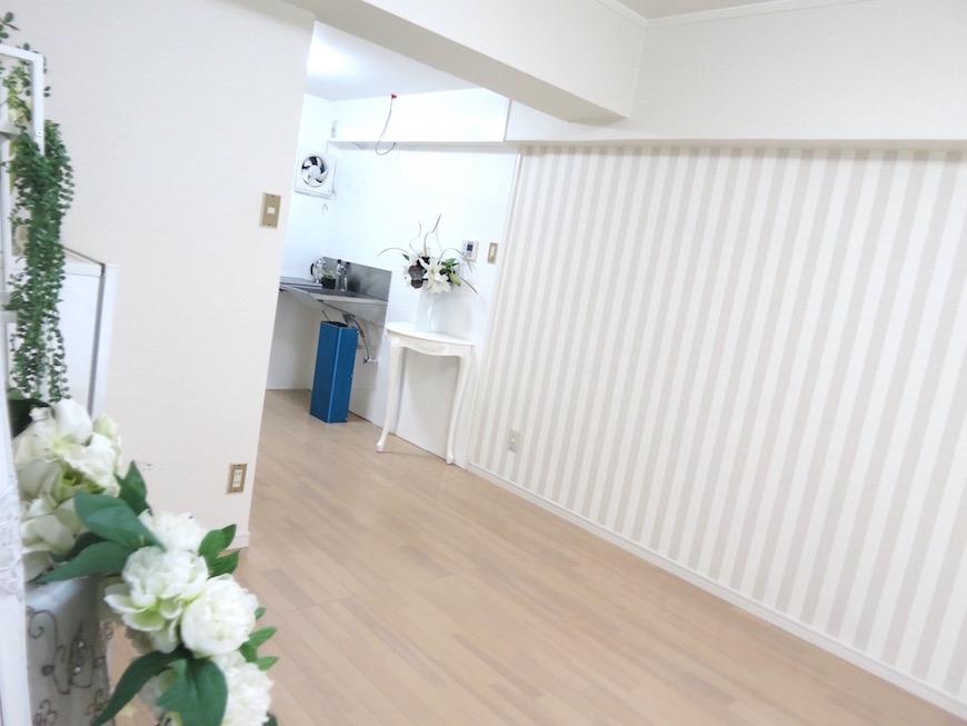 東山レジデンス白い壁のあるお部屋IMG_5991